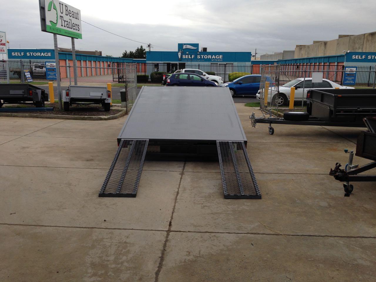 Flat top tandem tilt tray